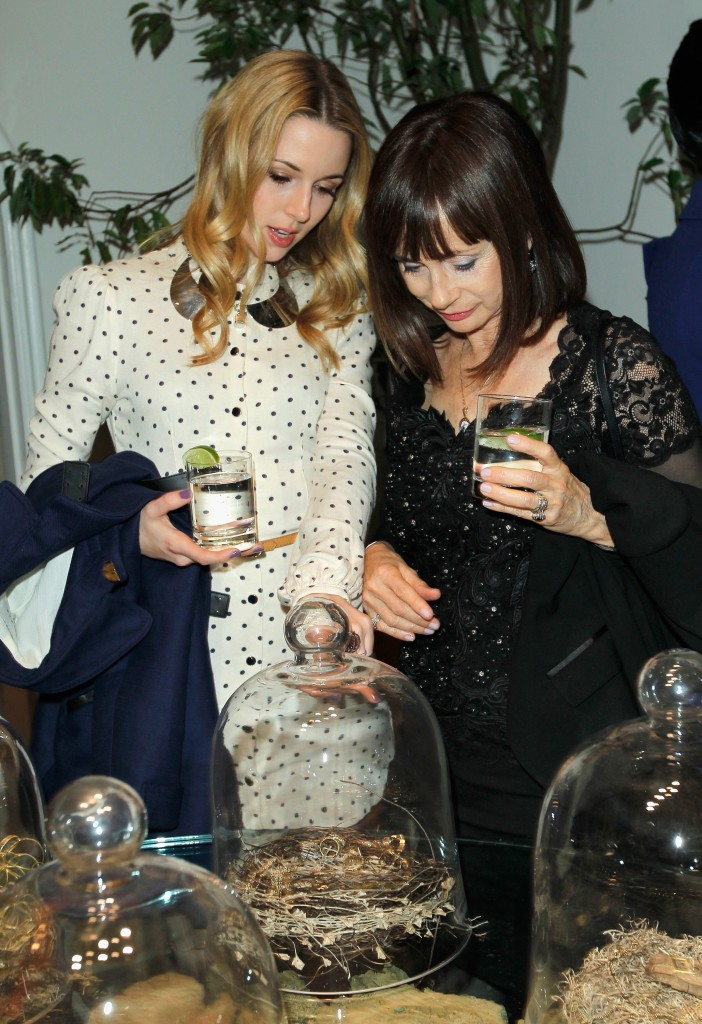 LoveGold Hosts A Cocktail Party Celebrating 2013 Golden Globe Nominee Julianne Moore