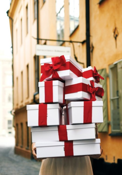 THE WIFE Guide: Last Minute Holiday Gifts